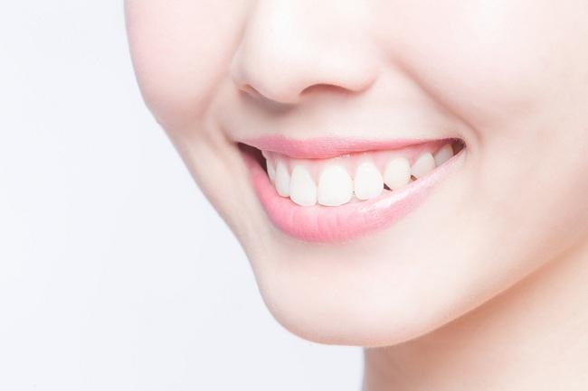 Buat Gigi Anda Lebih Putih dengan 5 Cara Sederhana Berikut